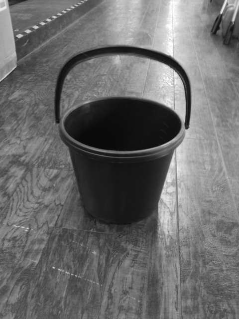Bucket 10 litre with plastic handle